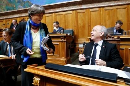Nationalrätin Margret Kiener Nellen im Gespräch mit Finanzminister Ueli Maurer